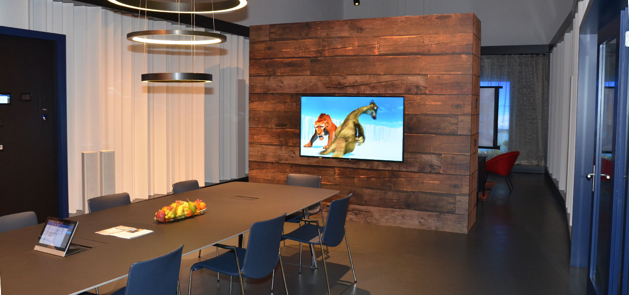 Semm Innenarchitektur - Shop and Office Conversion Spline AG 1